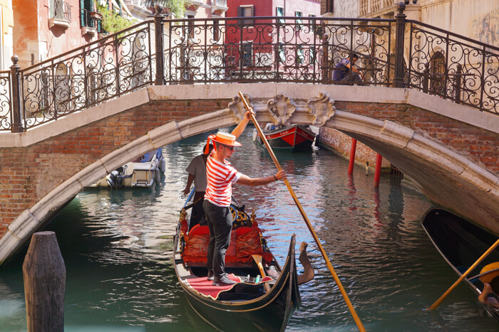 Venice gondola ride tours